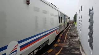 Kereta Argo Lawu memasuki Stasiun Klaten