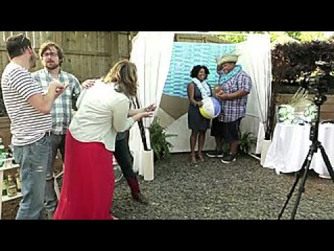 Make a Party Photo Booth - DIY Network