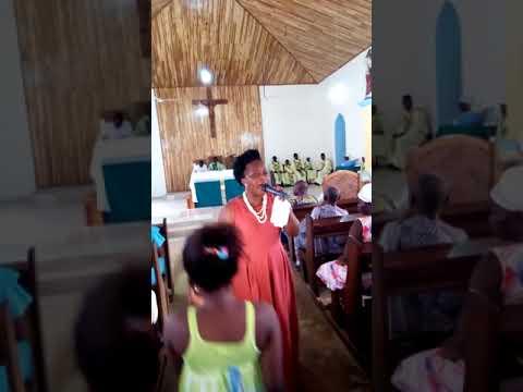 Church members ready to learn Oye Awuradze song from Adeline Baidoo