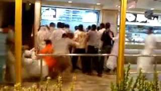 اول لحظات افتتاح مطعم البيك