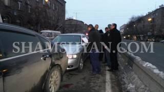 Շղթայական ավտովթար Երևանում  Մամուլի շենքի մոտ բախվել են 2 Opel ները, Lexus ը և Nissan ը