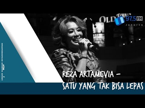 REZA ARTAMEVIA - SATU YANG TAK BISA LEPAS   LIVE AT HARI MUSIK NASIONAL 2017 @MOTION975FM