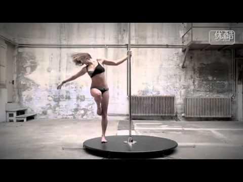 妙に艶かしい…小動物のポールダンス