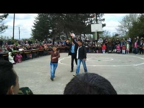 Yuvalıdere komedi dans üçlüsü (büyükler)23 Nisan2011