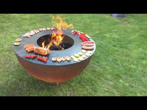 stahl feuerkugel mit teppanyaki grillring youtube. Black Bedroom Furniture Sets. Home Design Ideas