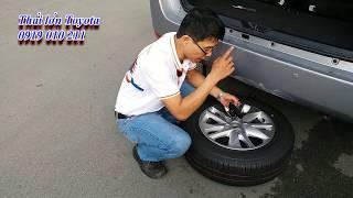 Hướng dẫn thay lốp dự phòng xe 7 chỗ Toyota