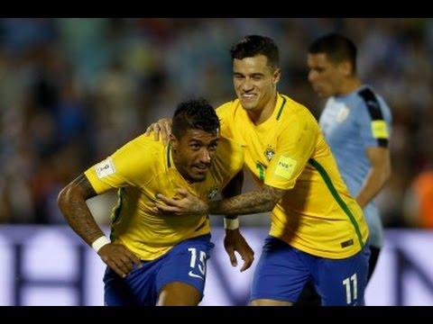 Seleção Brasileira: Paulinho comemora os três gols no clássico contra o Uruguai