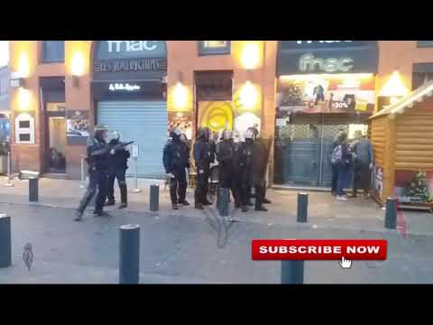 People are violently pushed, photographer to ground, general protest France, Toulouse, 17/12/19 cut3