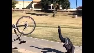 Падение на велосипеде ( сказочный дурак)(Подпишись на новые видео! Расскажите друзьям и поставьте лайк пожалуйста! Веломагазин http://go-on.com.ua Присоеди..., 2016-02-28T20:12:11.000Z)