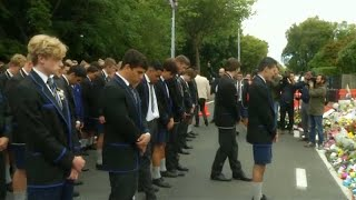 Yeni Zelanda: Liseli öğrenciler cami saldırısı kurbanlarını Haka ile andı