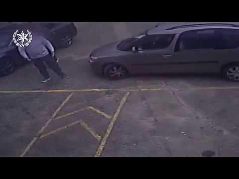 גבר תוקף באגרוף ומפיל אדם לרצפה בנפחיה בפתח תקוה