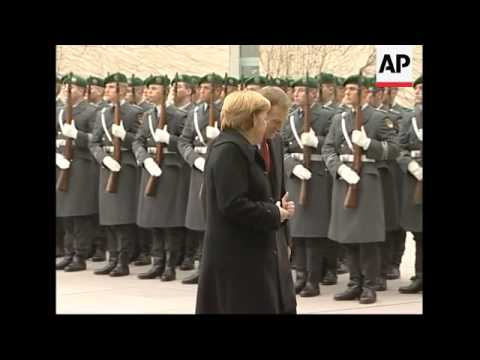 Polish PM meets Merkel, military honours, presser