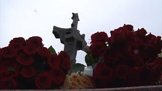 Торжественная церемония возложения венков и цветов к Мемориалу погибшим воинам в Парке Славы.