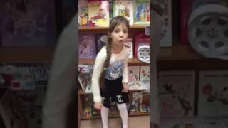 Мельникова Дарья читает стихотворение А. Барто