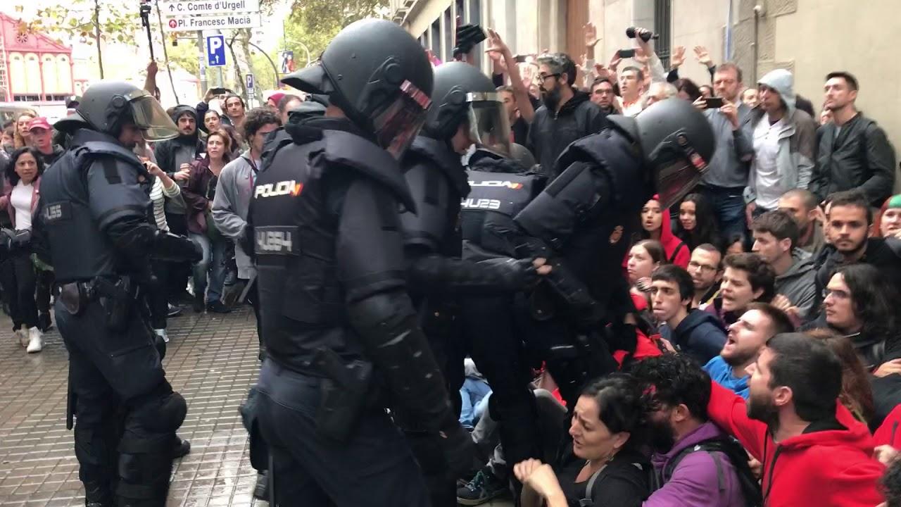 Policja bojkotuje referendum w Katalonii