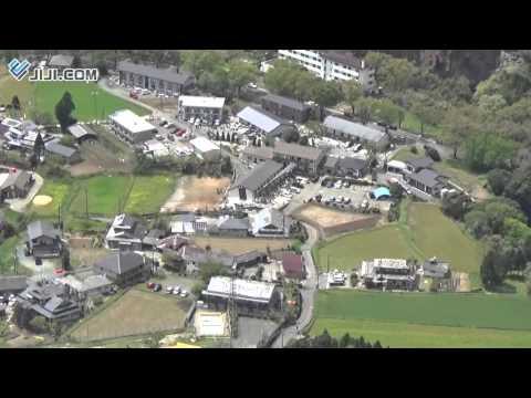 被災の南阿蘇村、上空からの映像=渓谷崩れ、緑の山えぐる傷