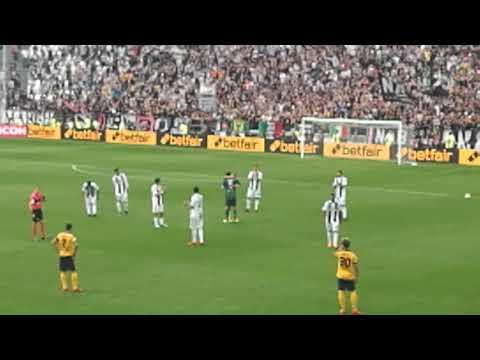 Juventus-Verona: la standing ovation dello Stadium per Gigi Buffon