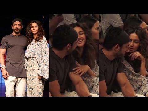 Inside VIDEO | Farhan Akhtar COZY Moments with HOT GIRLFRIEND Shibani Dandekar at Lakme Fashion Week Mp3