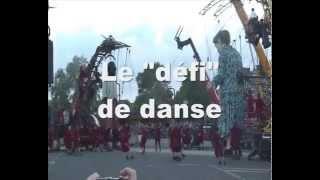 Royal de Luxe - Le défi de danse (Le Mur de Planck)