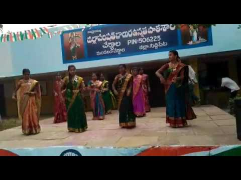 Asaidula harathi  dance performance by govt school students