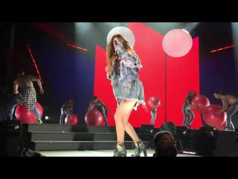 Selena Gomez (Live): Revival (Toronto) Kill Em With Kindness