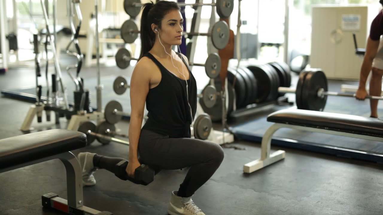Cute girl in the gym youtube for Gimnasio yong
