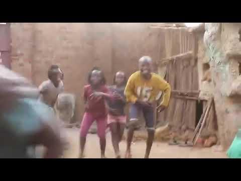 Download Ebanaee angalia hawa watoto wanavyo kata mauno