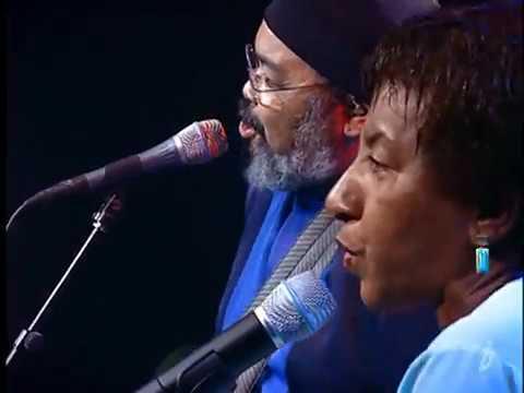Do fundo do nosso quintal [feat. Leci Brandão] - Jorge Aragão - Ao vivo convida