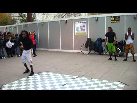 Acrobat show - Alhassan African Acrobat Show