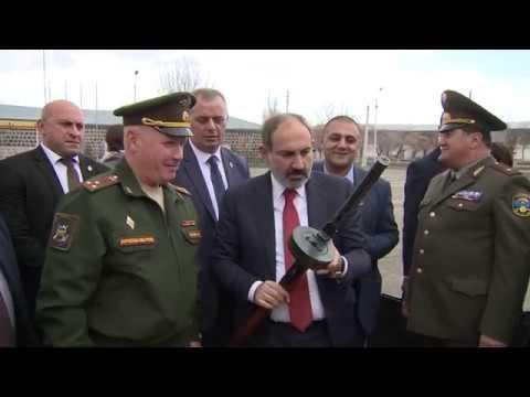Премьер-министр Армении посетил российскую военную базу в Гюмри