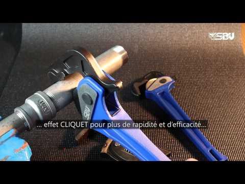 fr cl s pipes cliquet pince serre tuyaux cl molette avec cliquet youtube. Black Bedroom Furniture Sets. Home Design Ideas