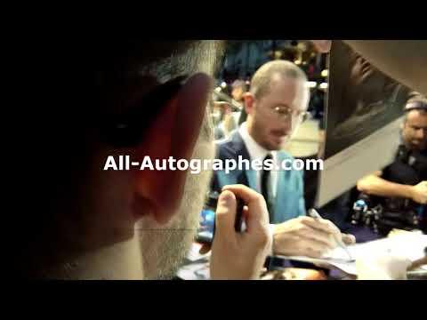 Filmmaker Darren Aronofsky signing autographs in Paris