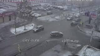 Женщина с ребенком попали под колеса на пешеходном переходе в Новокузнецке