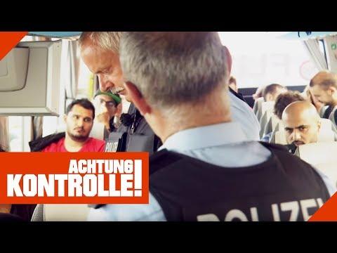 Polizeikontrolle im Fernbus! Befinden sich illegal Einreisende an Bord?   Achtung Kontrolle