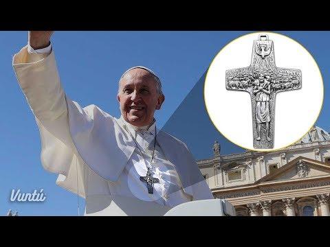 El escalofriante secreto del crucifijo que usa el Papa