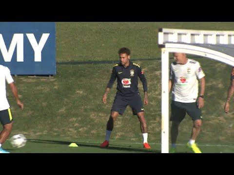 Neymar s'entraîne avec l'équipe du Brésil pour le Mondial