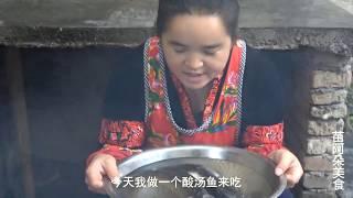 苗大姐煮三条鱼来吃,鱼头鱼肉菜,冷饭刨汤真的香