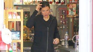 Jennifer Garner Stocks Up On Toys For X-Mas