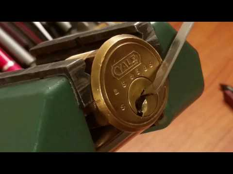 Взлом отмычками Yale    (288) Awesome Yale Challenge lock by Den Brass Picked and Gutted