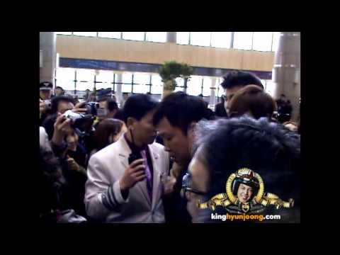 download 120324 KIM HYUN JOONG fancam - Gimpo Airport (Leave for Sanghai)
