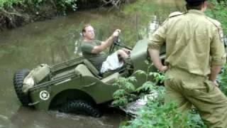 WW2 Reenactor's (EPIC FAIL!) Jeep rescued from creek