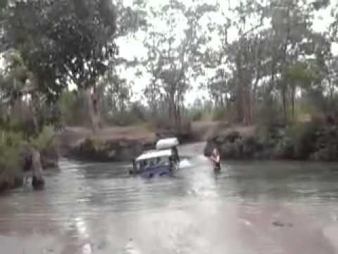 Cape York Land rover Defender Nolans Brook crossing - YouTube