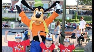 Goofy at Disneyland