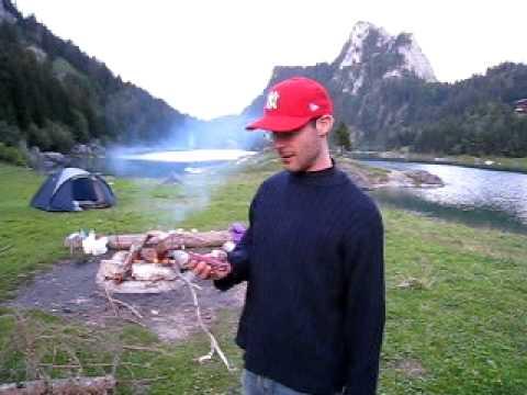 Scie à bois du couteau suisse en action - 1.077.079.821.X