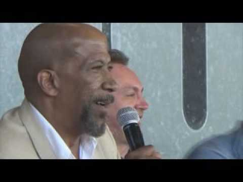 Actor Reg E Cathey Raps in German