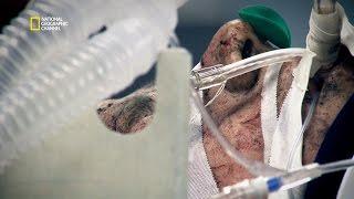 Deux soldats blessés entrent en salle d'opération