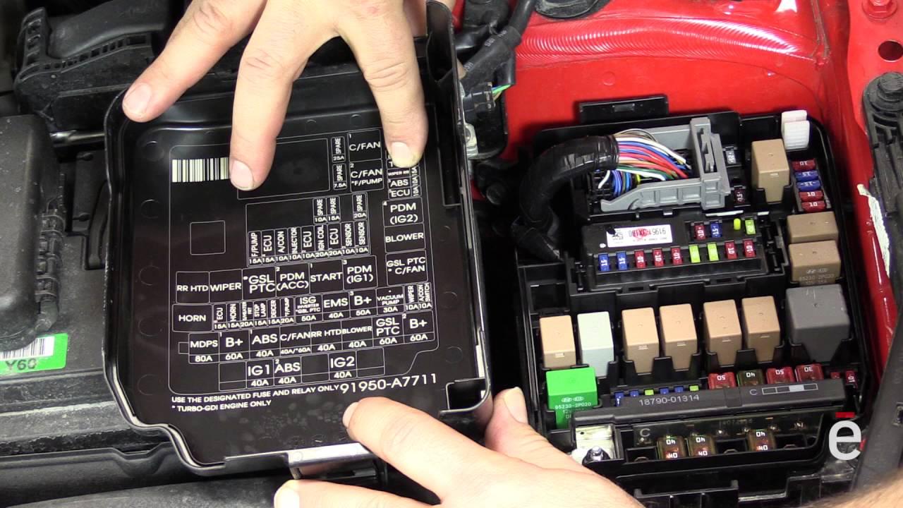 Comment changer un fusible dans une voiture  YouTube