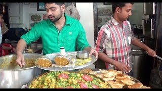 Mumbai Veg Street Food -  7 Puri Aloo Sabji @ 30 Rs -  Most Busy Vendor