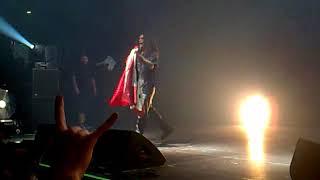 Slayer's Tom Araya carrying an Iraqi flag