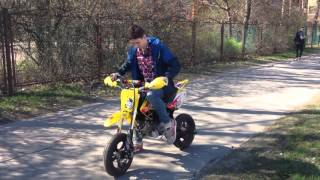 Burnout on pitbike Kayo 140. Бернаут на питбайке